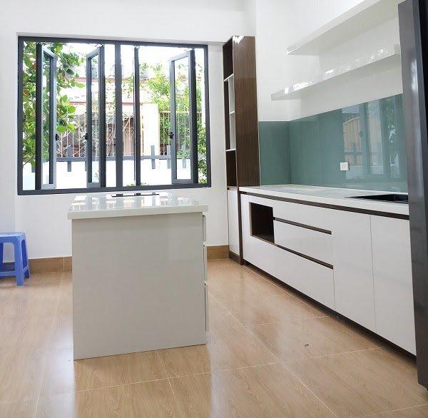 Tủ bếp nhựa Acrylic sở hữu vẻ đẹp sang trọng, hiện đại